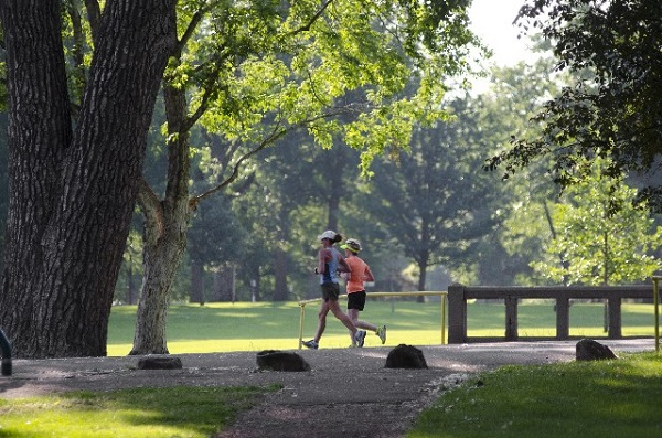 公園でジョギング