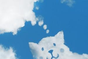 空に浮かぶ犬の雲